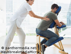 Foto: Physiotherapeutin behandelt Patienten