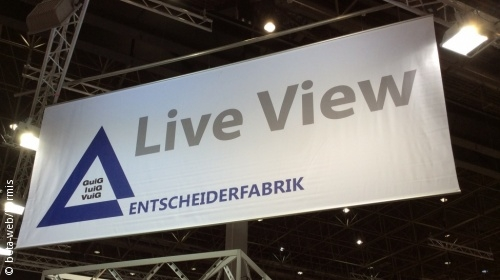"Foto: Transparent mit den Worten ""Live View"" darauf"